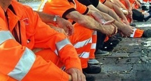 Raccolta rifiuti: ancora una volta senza stipendio i dipendenti del servizio di raccolta rifiuti.
